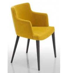 Sillón moderno de madera y tela amarilla de Modesto Navarro - MITO