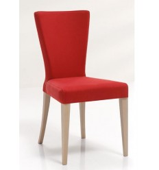 Silla moderna de madera y tela roja de Modesto Navarro - GATA