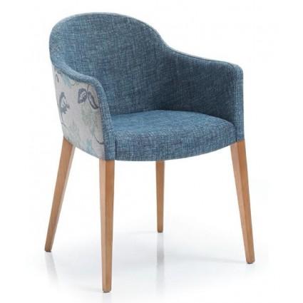 Butaca moderna de madera y tela azul de Modesto Navarro - DIAVOLO